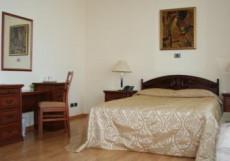 СОЛНЦЕ (рядом с Сибэкспоцентром) Люкс 2-х комнатный: гостиная, спальня (семейная кровать)