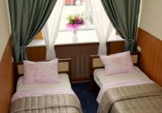 Апельсин на Преображенской Площади Двухместный номер с 1 кроватью и общей ванной комнатой