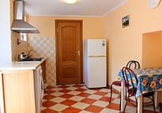ГОСТЕВОЙ ДОМ СОФИЯ (г.Севастополь, 3 км от центра) Номер с кухней во 2 корпусе