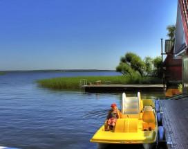 ОРЛОВСКАЯ 1 ГОСТЕВОЙ ДОМ   г. Осташков, на берегу оз. Селигер   Прокат лодок, катамаранов   Сауна