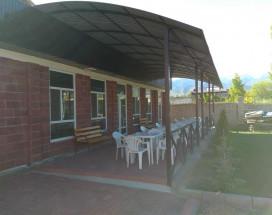 Гостевой дом на Озерной 2 | Guest House on Ozernaya 2 | Чолпон-Ата | Парковка