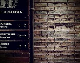 11 Hotel & Garden