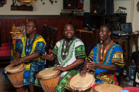 Африканское шоу группы