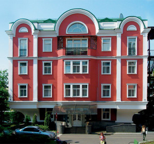 ОЗЕРКОВСКАЯ (м. Павелецкая, возле Павелецкого)