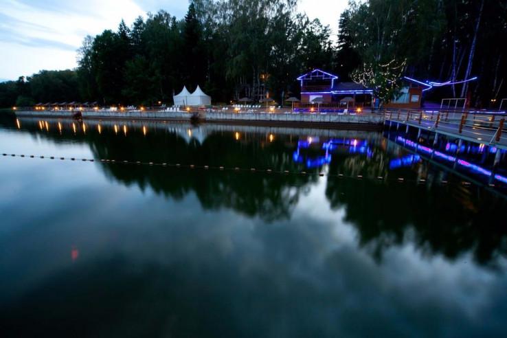 Pogostite.ru - CRONWELL PARK АВАНТЕЛЬ ИСТРА   Бассейн с аквагорками   Детский клуб   Оборудованный пляж #40