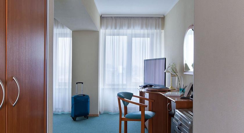 Pogostite.ru - Маринс Парк Отель Новосибирск | г. Новосибирск | Парковка | CПА-ЦЕНТР #15
