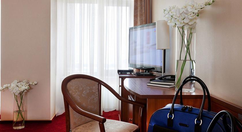 Pogostite.ru - Маринс Парк Отель Новосибирск | г. Новосибирск | Парковка | CПА-ЦЕНТР #17