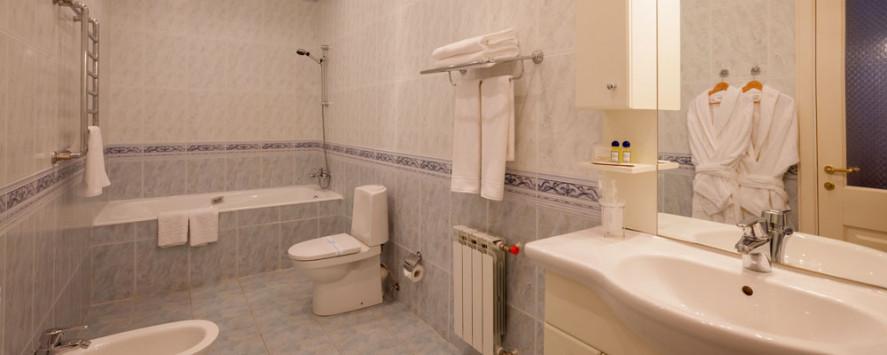 Pogostite.ru - Апартаменты трехкомнатные двухместные с мини кухней #25