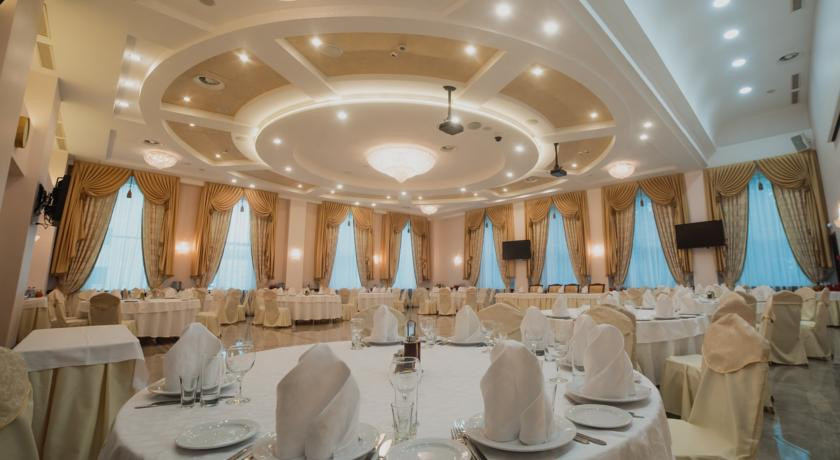Банкетный зал в «Ринг Премьер Отель»