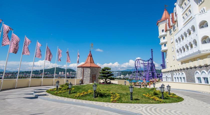 Pogostite.ru - БОГАТЫРЬ Гостиничный комплекс | г. Сочи | Диснейленд | детская игровая площадка #1