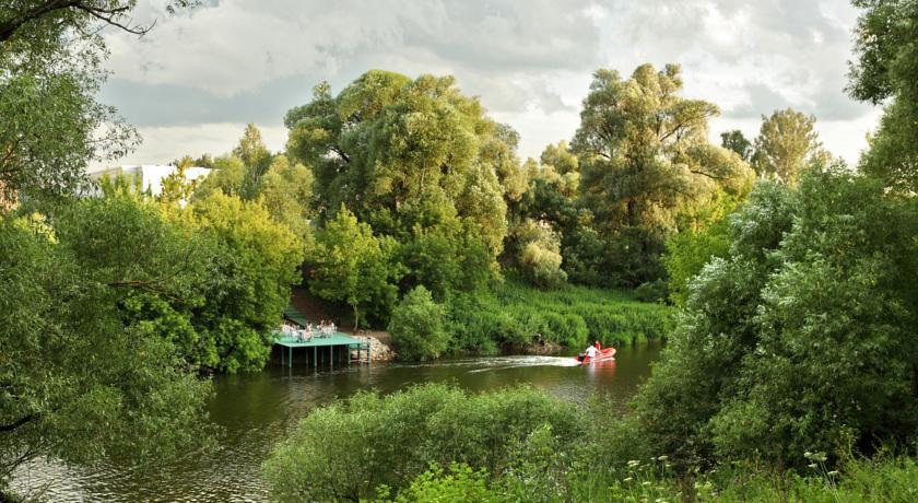 Pogostite.ru - ПАРК-ОТЕЛЬ ДОМОДЕДОВО   Домодедово   набережная реки Пахра   Парковка #8
