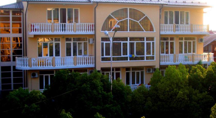 Pogostite.ru - КАТРАН (поселок Лазаревское, 100 м от пляжа) #1