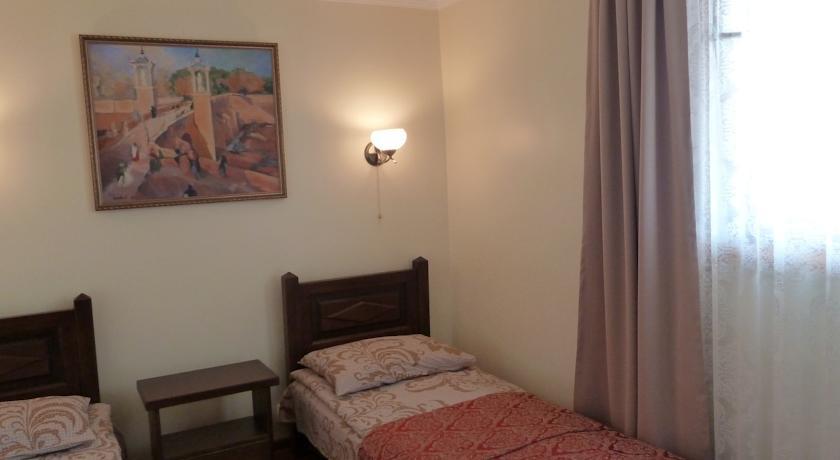 Pogostite.ru - Солнечный Замок | г. Судак | 15 минут до побережья | семейные номера | бесплатный интернет #27