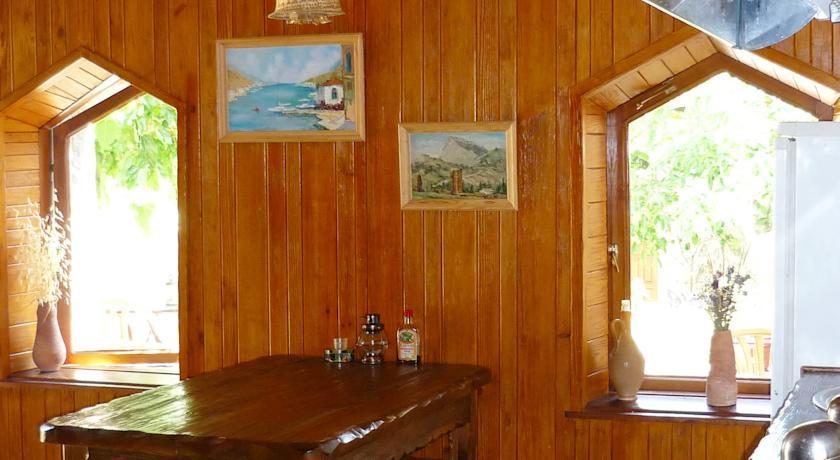Pogostite.ru - Солнечный Замок | г. Судак | 15 минут до побережья | семейные номера | бесплатный интернет #20