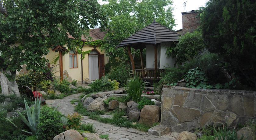 Pogostite.ru - Солнечный Замок | г. Судак | 15 минут до побережья | семейные номера | бесплатный интернет #7