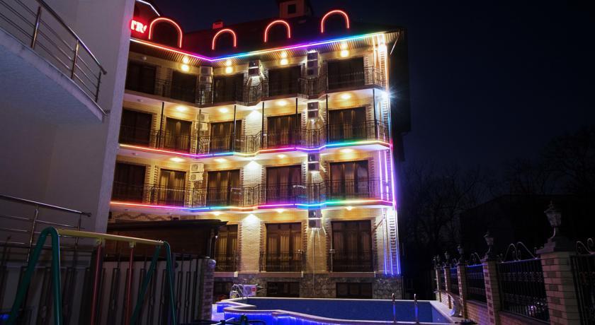 Pogostite.ru - Кастро гостевой дом | пос. Кабардинка | бассейн | детская площадка #1
