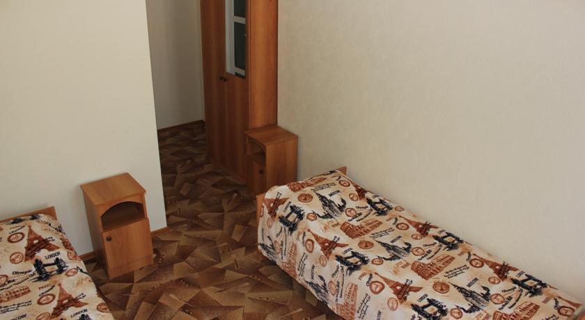 Pogostite.ru - Дамиан | пос. Кабардинка | рядом с автобусной станцией | семейные номер | общая кухня #12