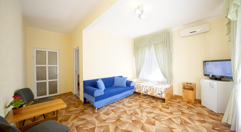 Pogostite.ru - Дамиан | пос. Кабардинка | рядом с автобусной станцией | семейные номер | общая кухня #22