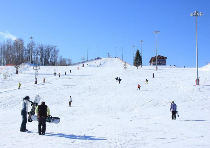 Pogostite.ru - Y.E.S. | Стризнево | прокат лыж | парковка #1