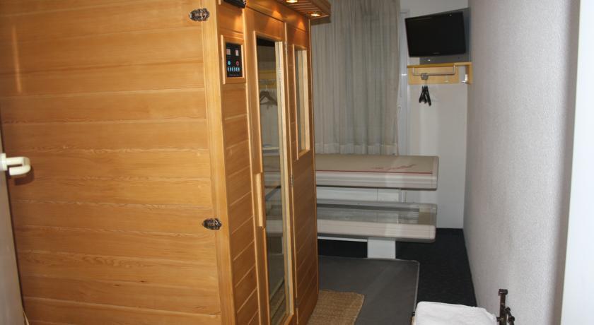 Pogostite.ru - Hotel Quick Palace Tours   Кюик Паласе Тоурс   замки Луары   сауна   #24
