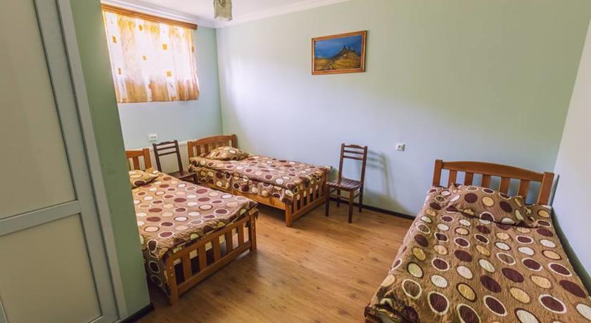 Pogostite.ru - Nini | Нини | Казбеги | местный парк | верховая езда | #9