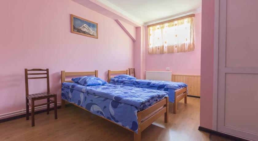 Pogostite.ru - Nini | Нини | Казбеги | местный парк | верховая езда | #10