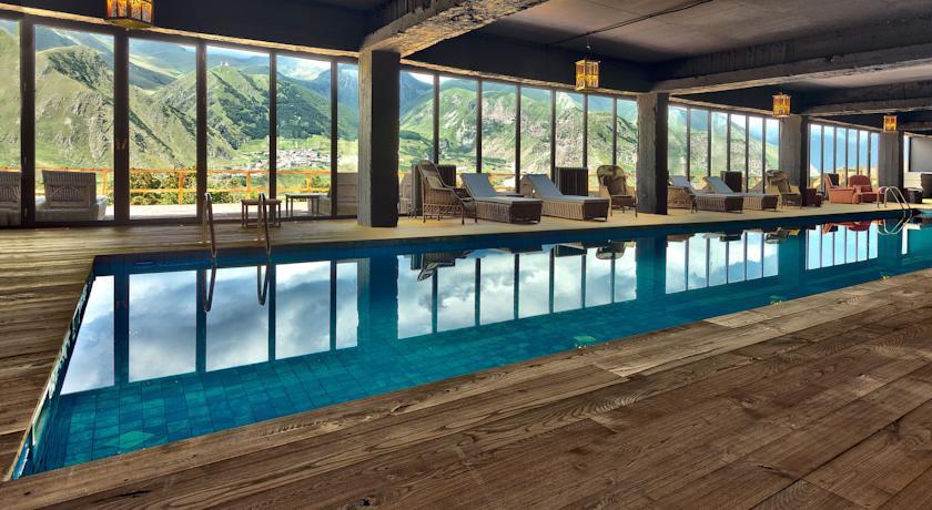 Pogostite.ru - Rooms Hotel Kazbegi | Румс Готель | Казбеги | река Терек | конференц-зал | #27