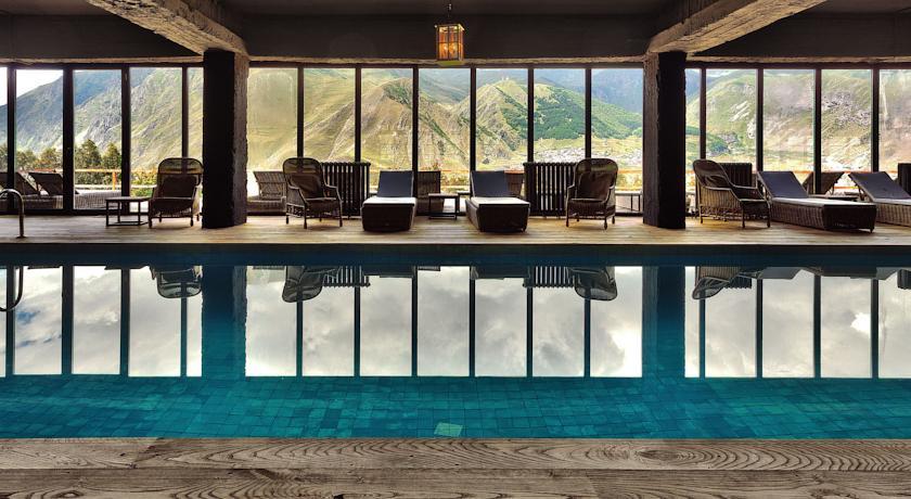 Pogostite.ru - Rooms Hotel Kazbegi | Румс Готель | Казбеги | река Терек | конференц-зал | #26