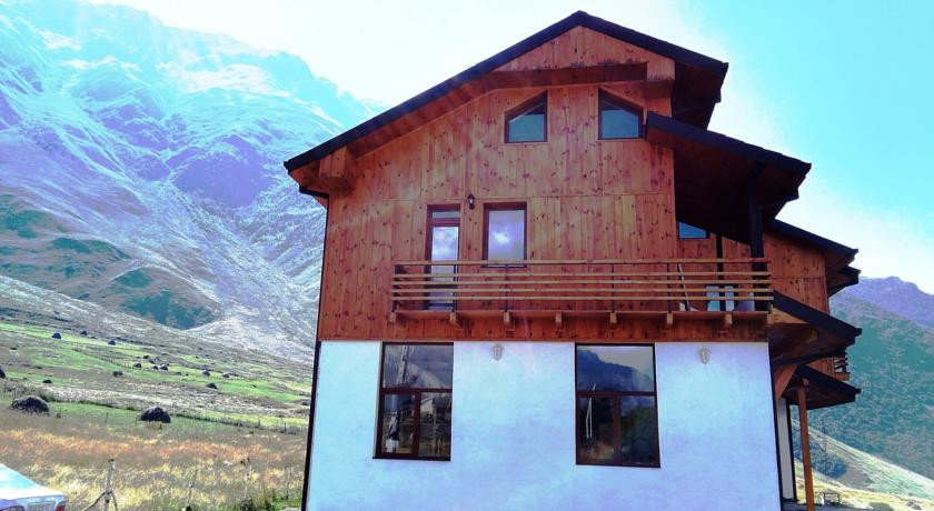 Pogostite.ru - Alpenhaus B&B   Алпенхаус Б енд Б   Казбеги   лыжный курорт   катание на лыжах   #2
