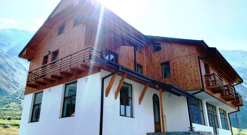 Pogostite.ru - Alpenhaus B&B   Алпенхаус Б енд Б   Казбеги   лыжный курорт   катание на лыжах   #3