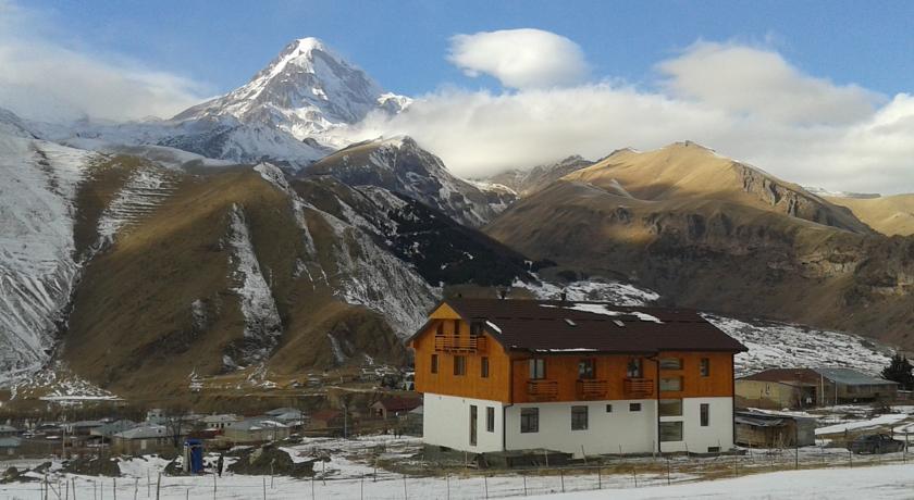 Pogostite.ru - Alpenhaus B&B   Алпенхаус Б енд Б   Казбеги   лыжный курорт   катание на лыжах   #5