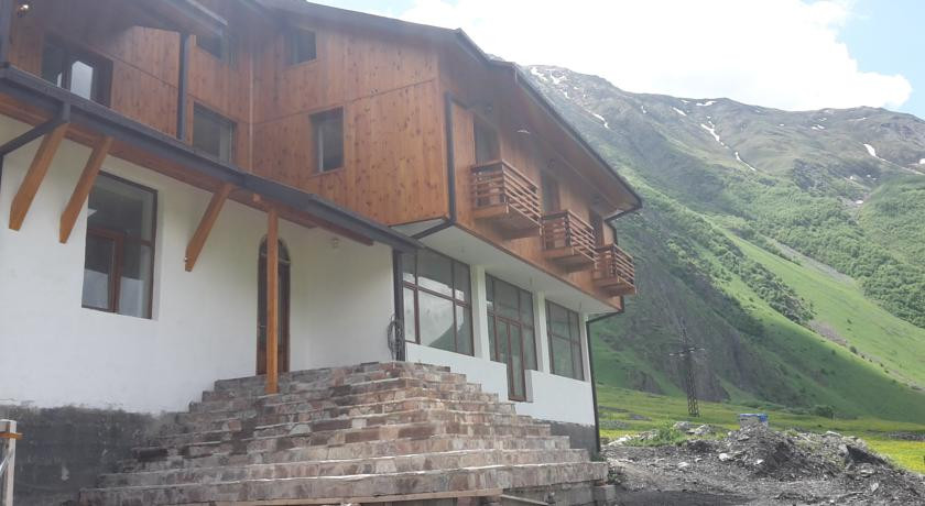 Pogostite.ru - Alpenhaus B&B   Алпенхаус Б енд Б   Казбеги   лыжный курорт   катание на лыжах   #1