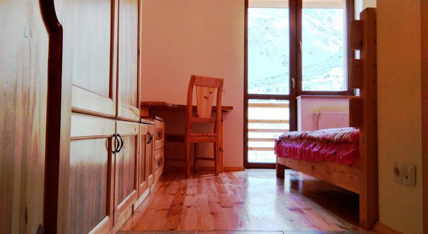 Pogostite.ru - Alpenhaus B&B   Алпенхаус Б енд Б   Казбеги   лыжный курорт   катание на лыжах   #16