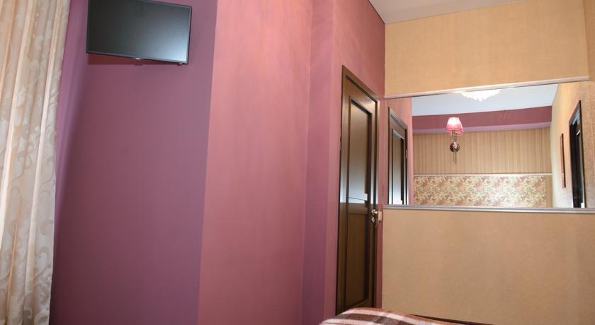 Pogostite.ru - Отель Усадьба   Оренбург   сквер Степана Разина   Парковка #15