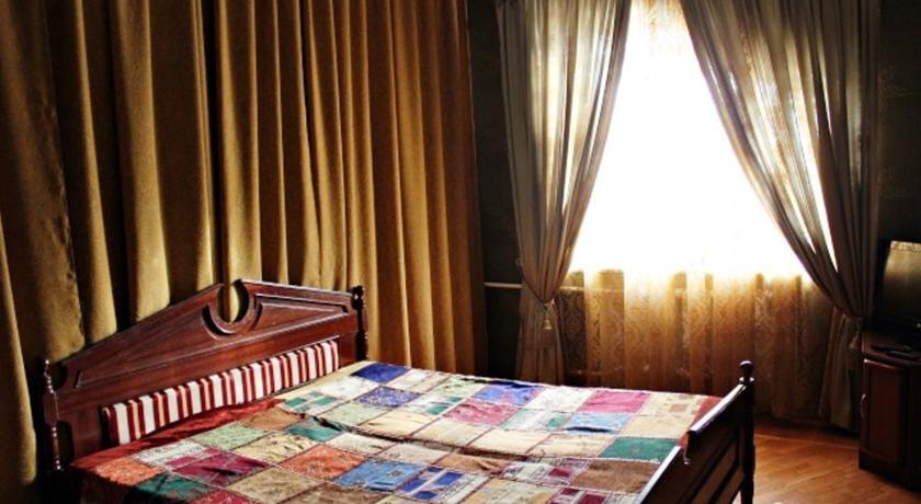 Pogostite.ru - Гостевой дом Комфорт | Майкоп | Государственная филармония | Парковка #1