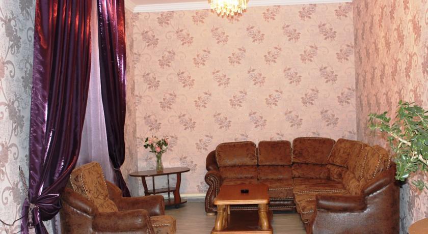 Pogostite.ru - Гостевой дом Комфорт | Майкоп | Государственная филармония | Парковка #11