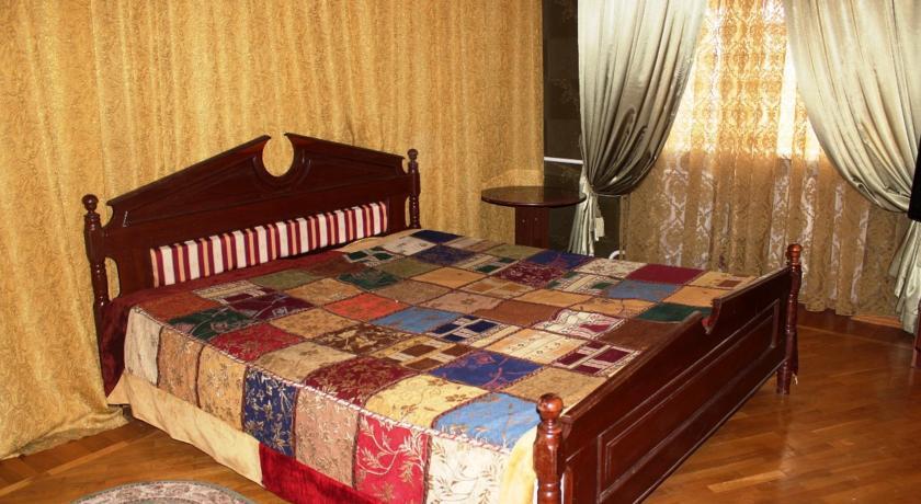 Pogostite.ru - Гостевой дом Комфорт | Майкоп | Государственная филармония | Парковка #2