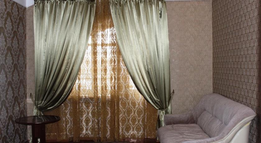 Pogostite.ru - Гостевой дом Комфорт | Майкоп | Государственная филармония | Парковка #3