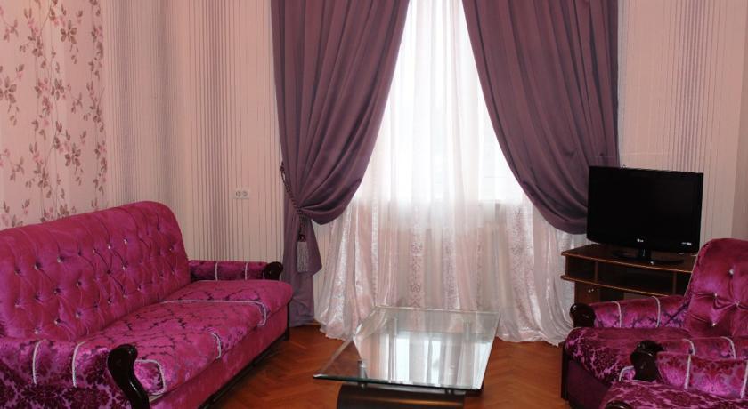 Pogostite.ru - Гостевой дом Комфорт | Майкоп | Государственная филармония | Парковка #5