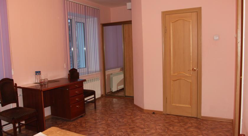 Pogostite.ru - Квант Отель   Якутск   сквер Декабристов   Парковка #13