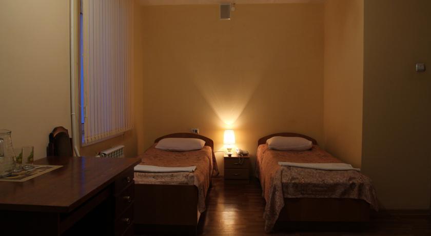 Pogostite.ru - Квант Отель   Якутск   сквер Декабристов   Парковка #25