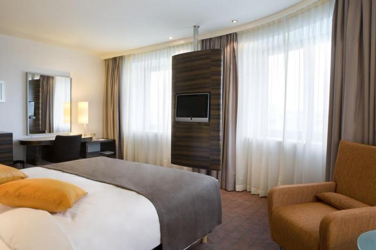Pogostite.ru - Холидей Инн Алматы | Holiday Inn Almaty | Алматы | Парковка #12