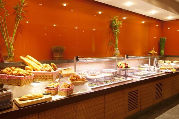 Pogostite.ru - Холидей Инн Алматы | Holiday Inn Almaty | Алматы | Парковка #6