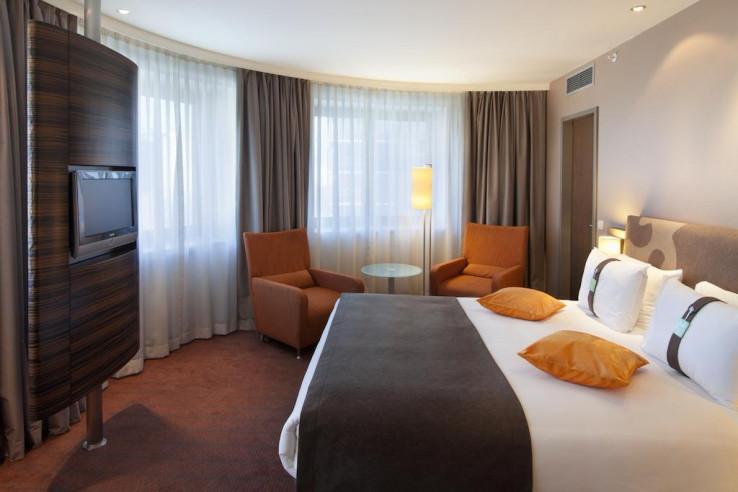 Pogostite.ru - Холидей Инн Алматы | Holiday Inn Almaty | Алматы | Парковка #15