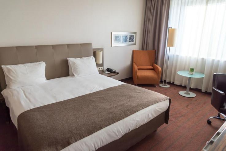 Pogostite.ru - Холидей Инн Алматы | Holiday Inn Almaty | Алматы | Парковка #19