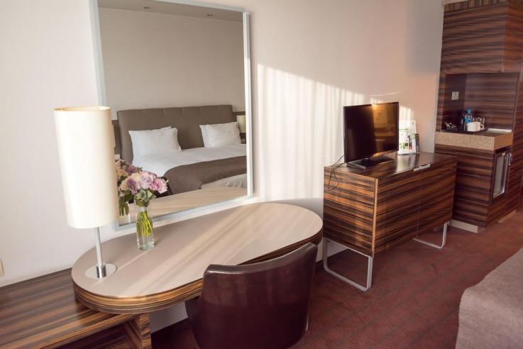 Pogostite.ru - Холидей Инн Алматы | Holiday Inn Almaty | Алматы | Парковка #20