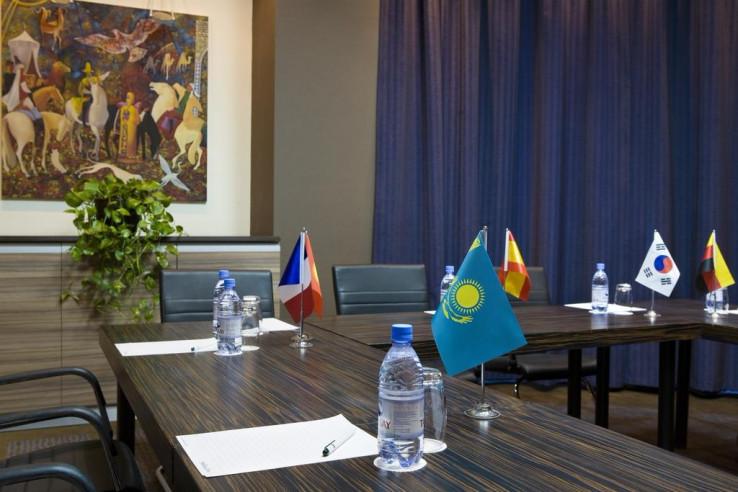 Pogostite.ru - Холидей Инн Алматы | Holiday Inn Almaty | Алматы | Парковка #27