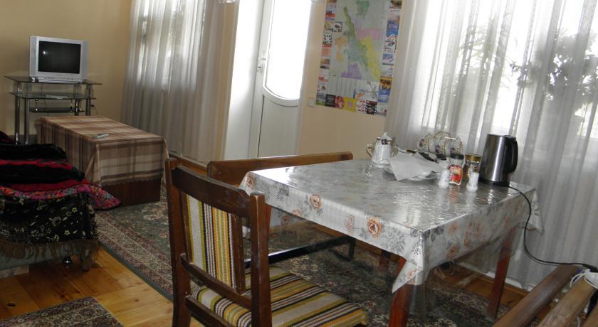 Pogostite.ru - Guest House CBT Kanishay  | Ош | Ошский драматический театр | парковка #11