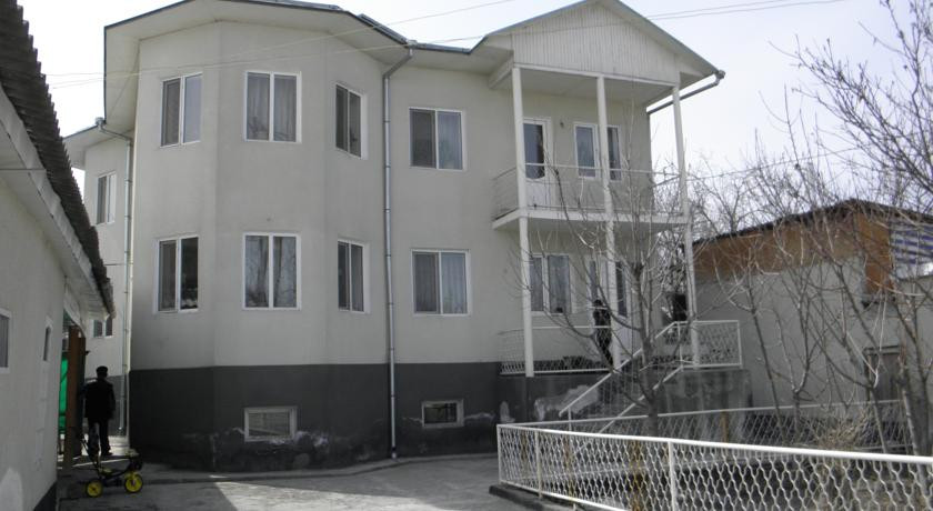 Pogostite.ru - Guest House CBT Kanishay  | Ош | Ошский драматический театр | парковка #1
