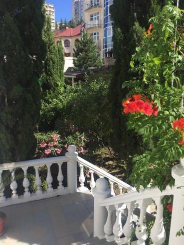 Pogostite.ru - Гостевой Дом на Рахманинова | Сочи | Парковка #2